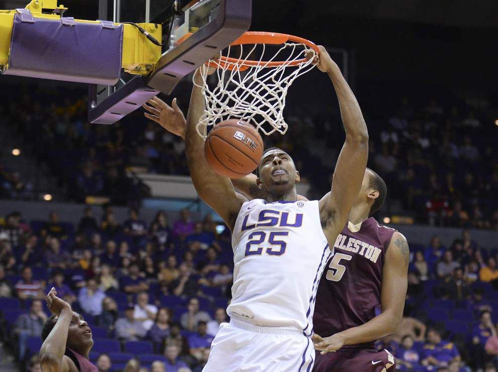 LSU men coast past College of Charleston 71-47 _lowres