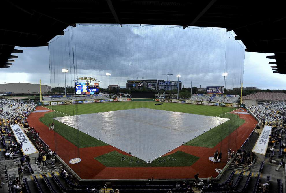 LSU-Northwestern State resumes after delay _lowres