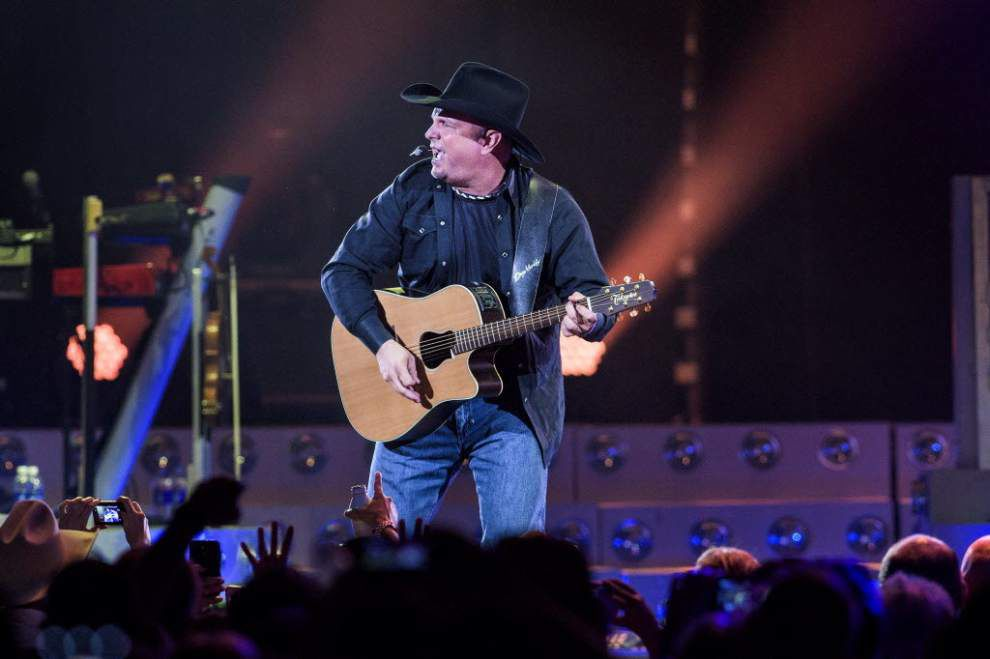 Missed Garth Brooks' concert? Video: Watch crowd go nuts, chant 'LSU' for 'Callin' Baton Rouge' _lowres
