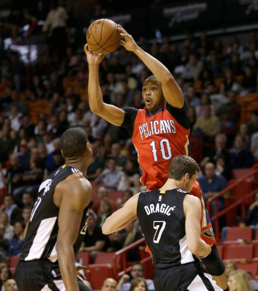 Anthony Davis, Pelicans to play Miami Heat on Christmas Day _lowres