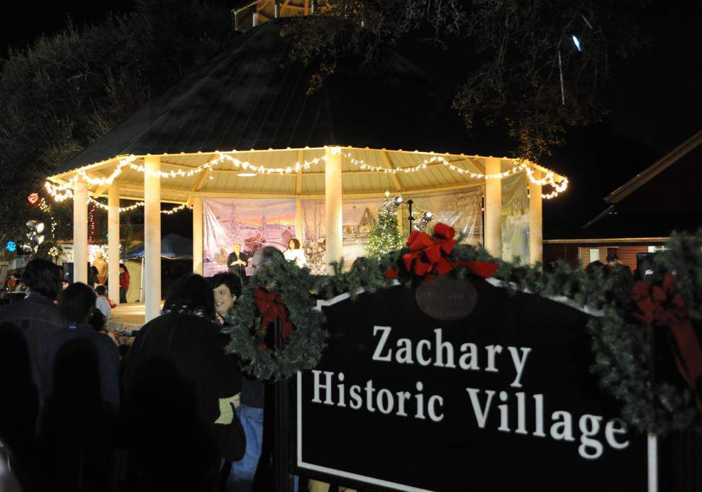 Hundreds enjoy Christmas in the Historical Village _lowres