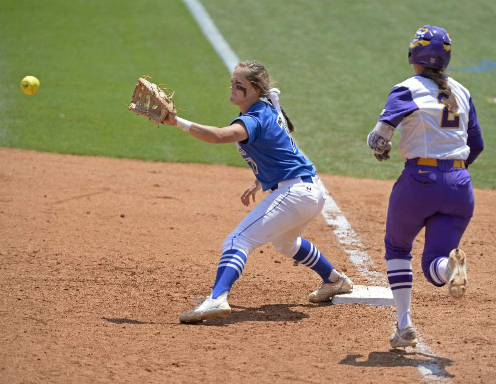 LSU softball handles McNeese State 4-1 to advance to the championship round of the Baton Rouge regional _lowres