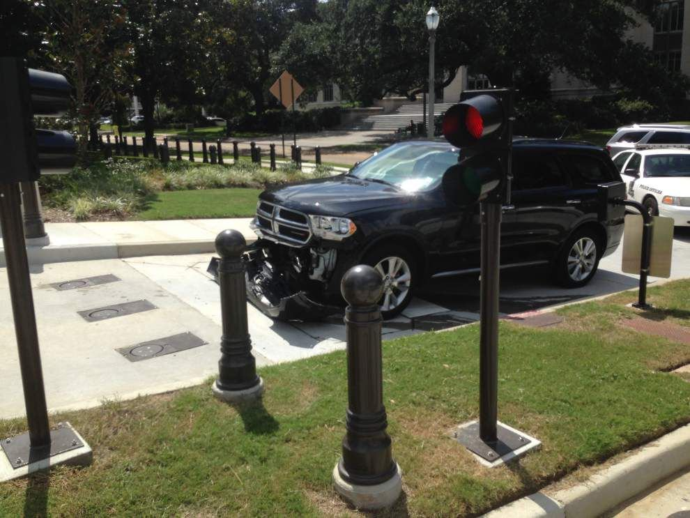 Bobby Jindal's chief of staff has car wrecked by security bollards at State Capitol _lowres