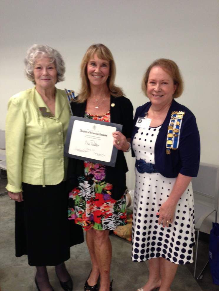 Walker named Outstanding Woman in the Arts by DAR _lowres