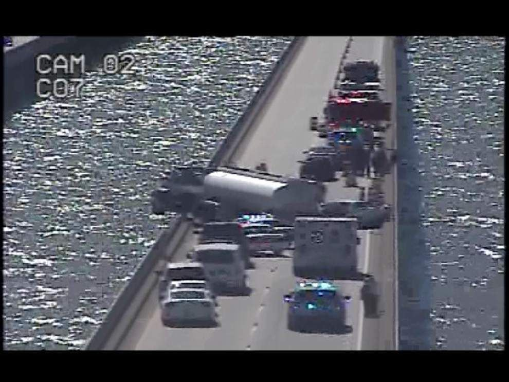 Causeway reopens after earlier wreck involving tractor-trailer _lowres