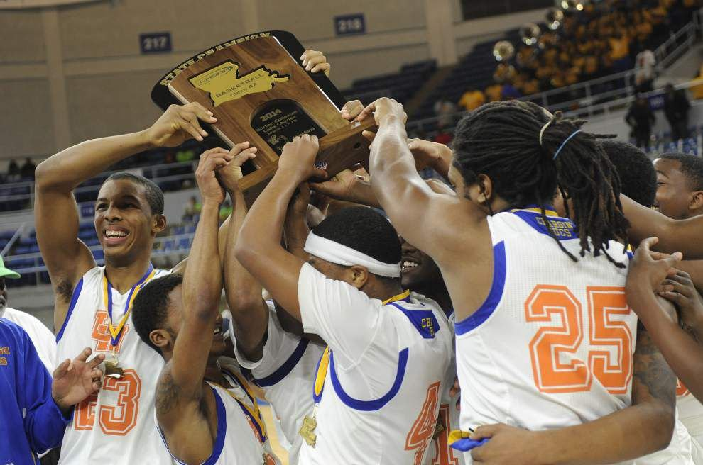 Landry-Walker basketball players get their championship rings _lowres