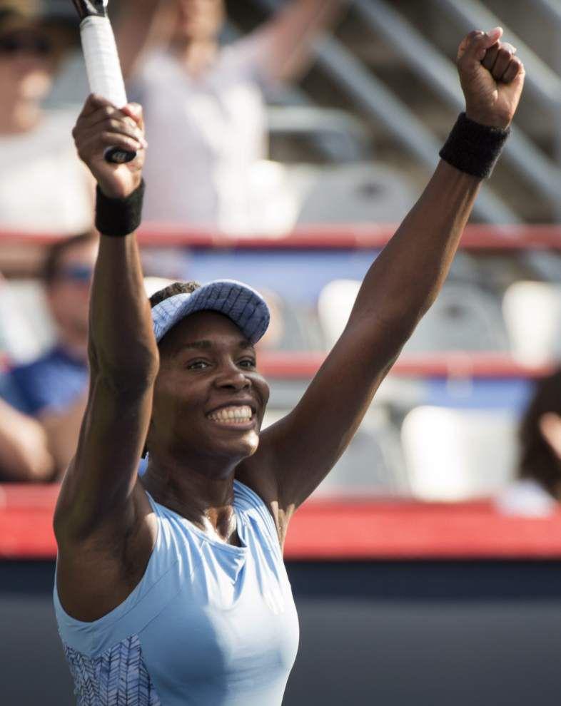 Serena, Venus set up all-Williams semifinal _lowres