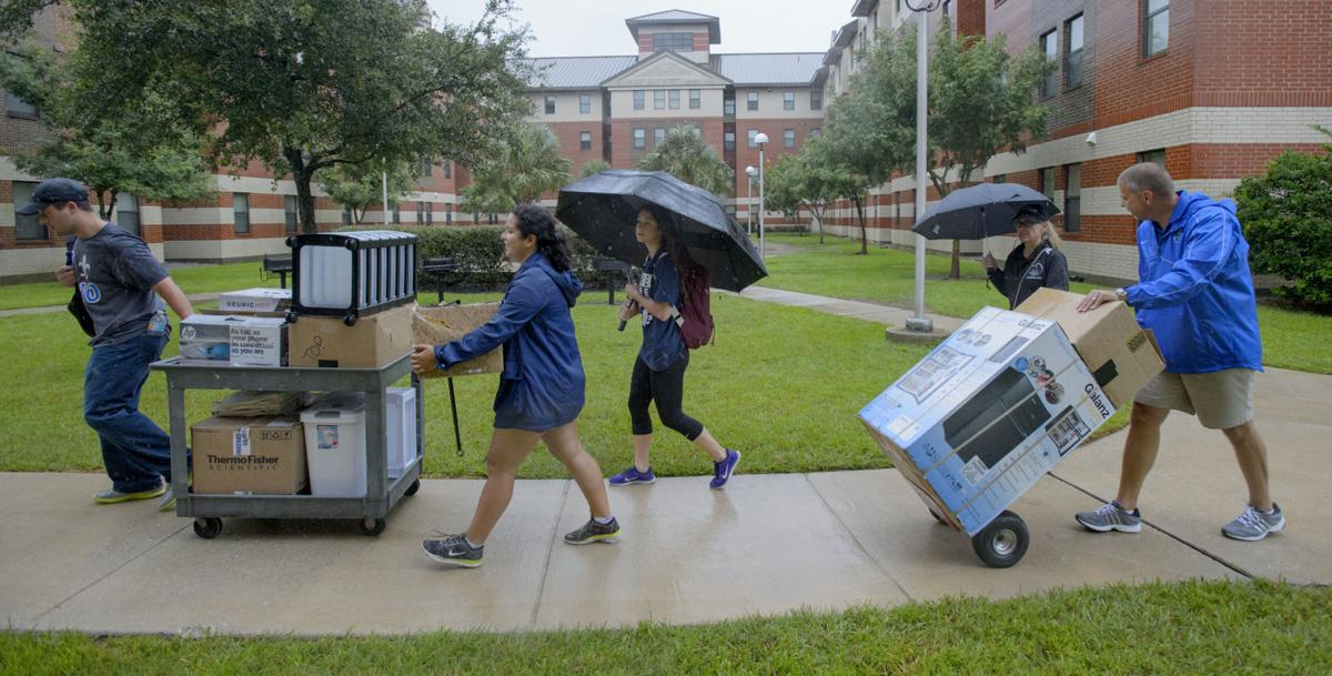 Rainy Move-In Day at UNO
