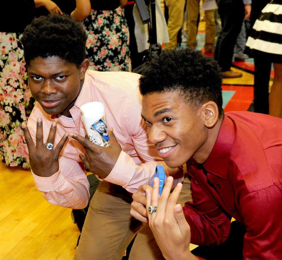 Junior class receives ring bling at Zachary High School ceremony _lowres