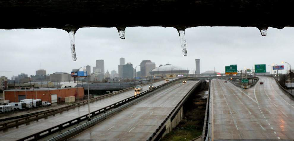 Winter's icy grip shuts down New Orleans roads _lowres