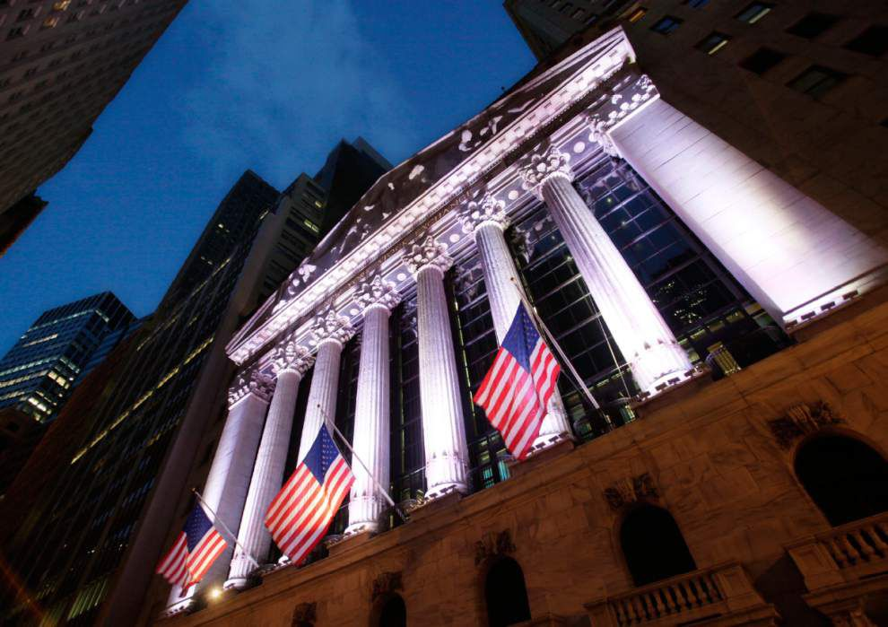 Congress moves toward easing bank, Wall Street rules _lowres
