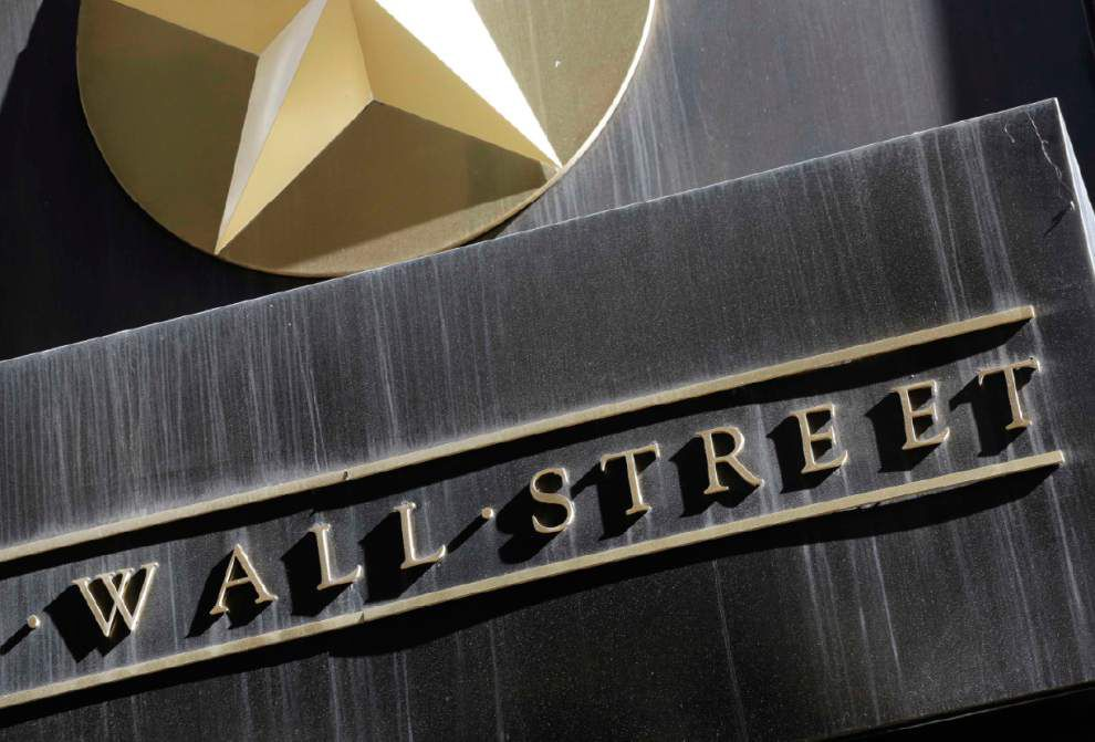 Stocks decline amid interest rate worries _lowres