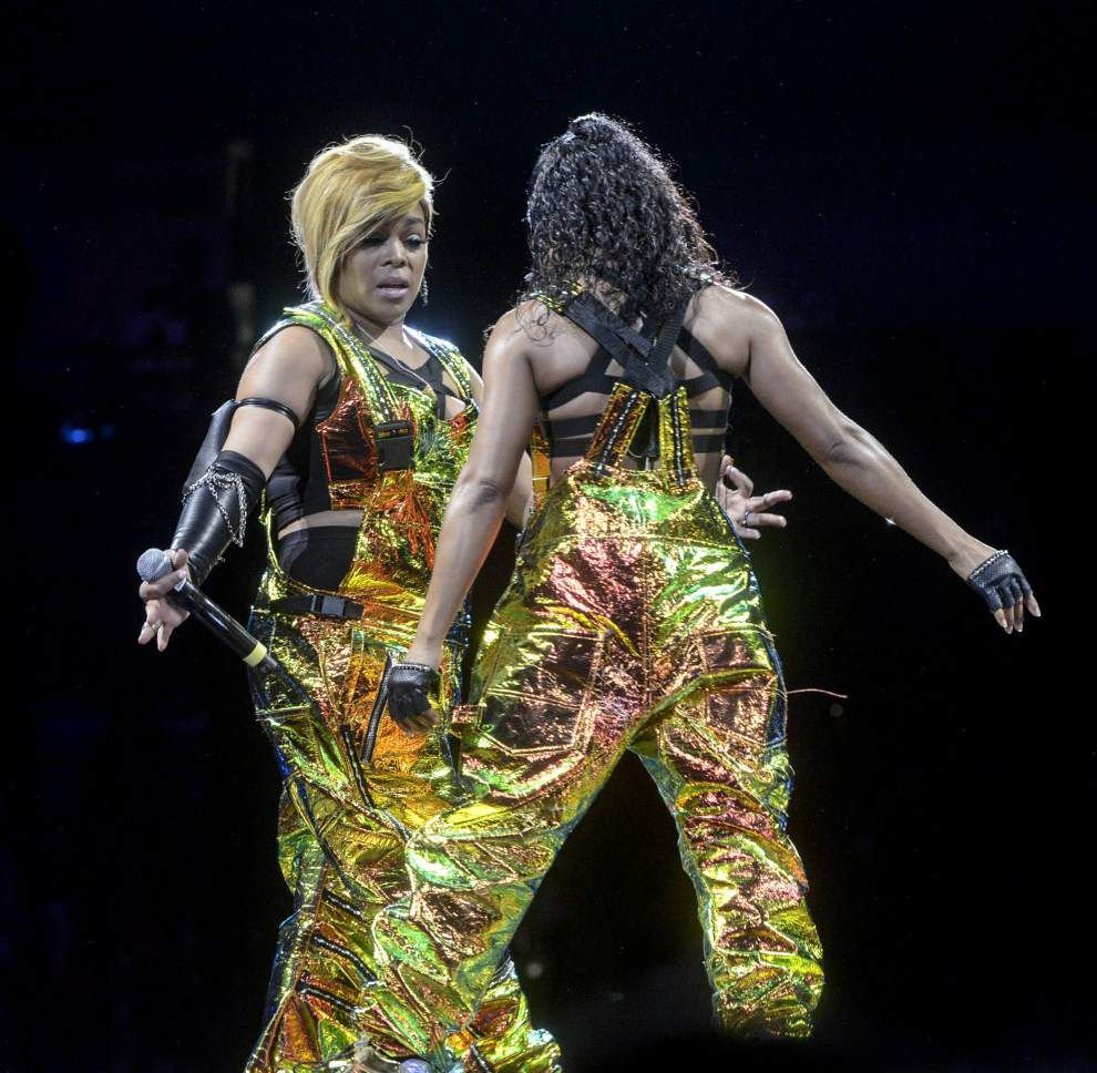Enthusiastic crowd relives its youth at New Kids on the Block show _lowres