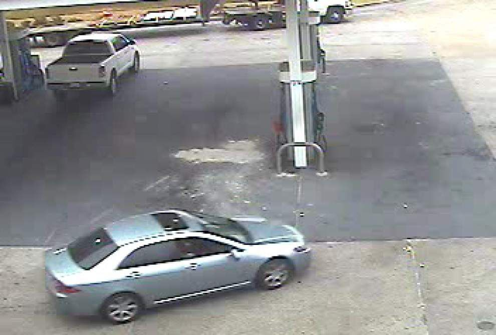 Gonzales police search for man who stole money clip containing $1,200 _lowres
