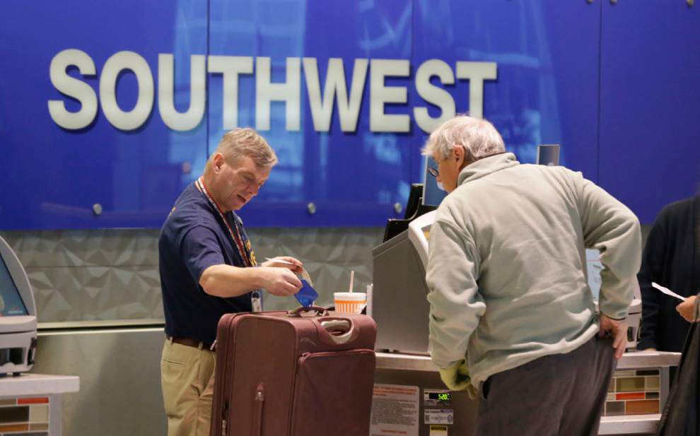 Government: Airlines should disclose bag, seat fees _lowres