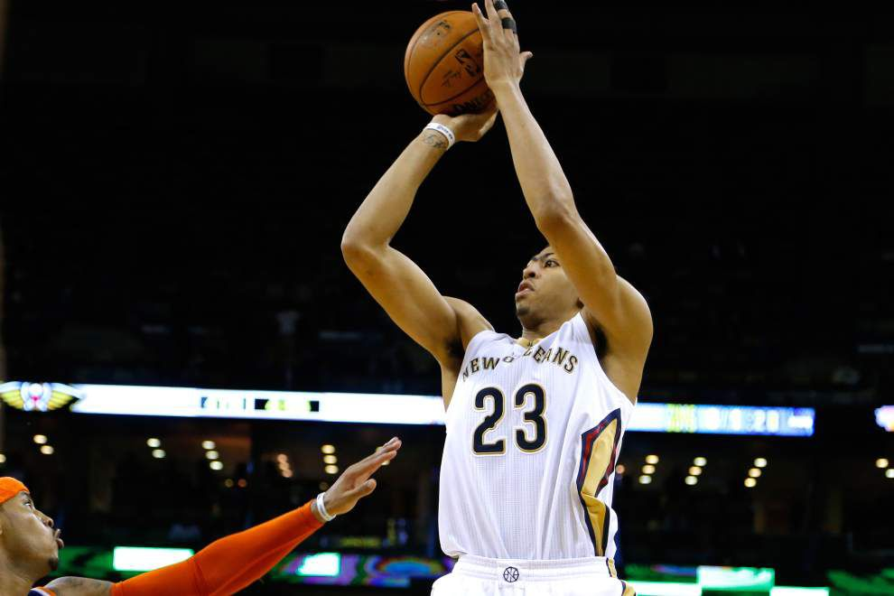 Pelicans coach Monty Williams says forward Anthony Davis is day to day with chest injury, will not play against Golden State on Sunday _lowres