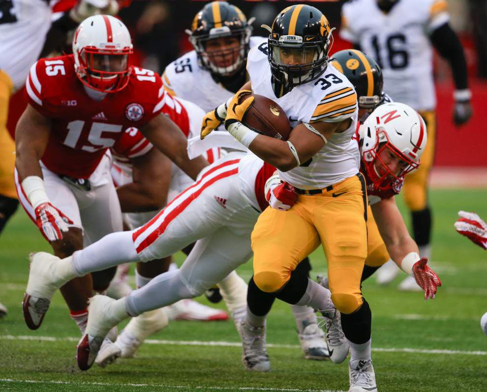 Hawkeyes run record to 12-0 _lowres