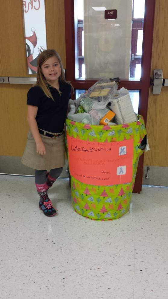 Students collect food for Christmas meals _lowres