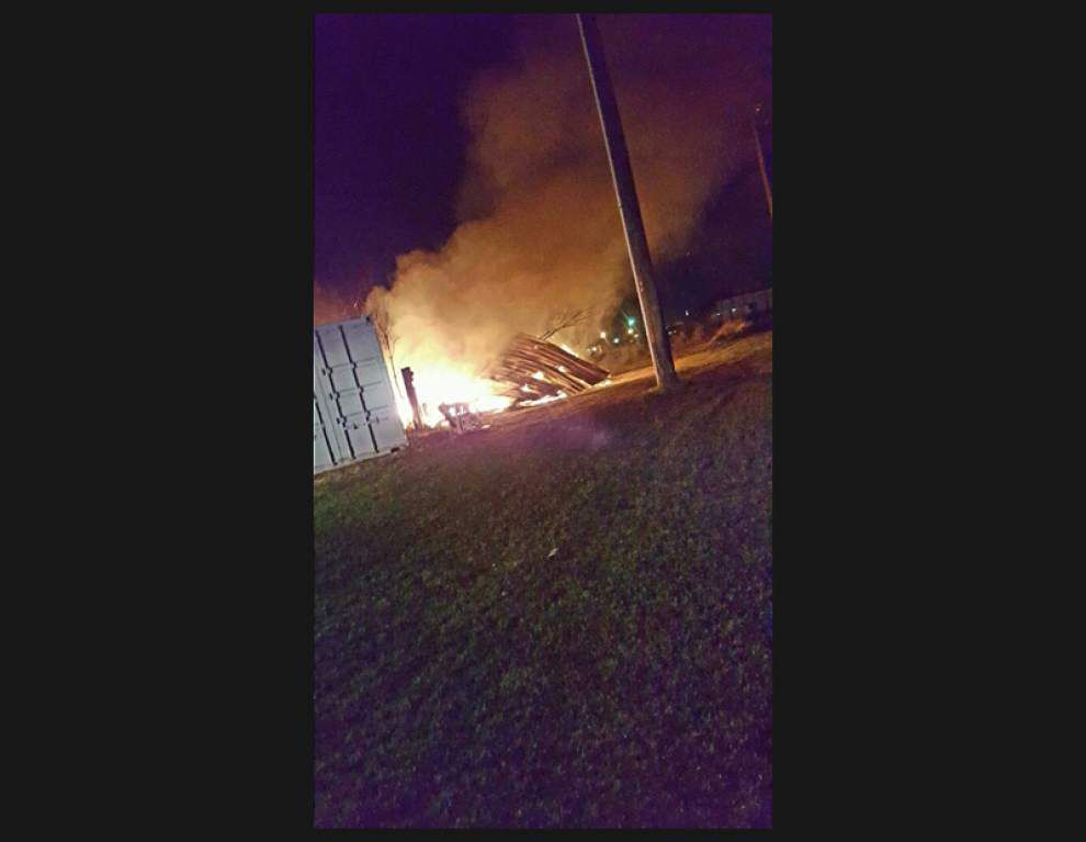 Firefighters put out blaze at Scott convenience store late Friday _lowres