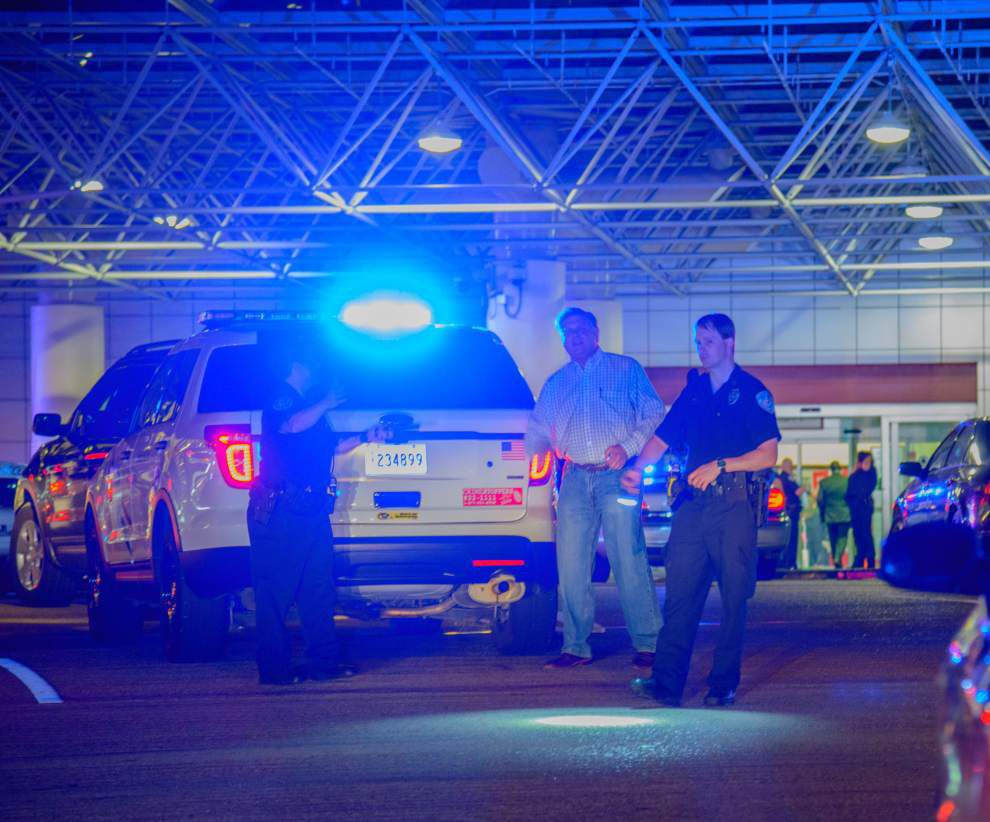 Man attacks TSA agent at New Orleans airport with machete, wasp spray then shot 3 times by officer _lowres
