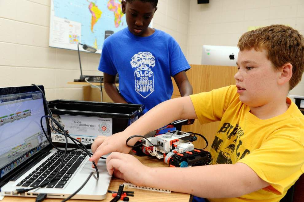 Middle school students learn to use creativity through 'Innovation, Design and Robotics' program _lowres
