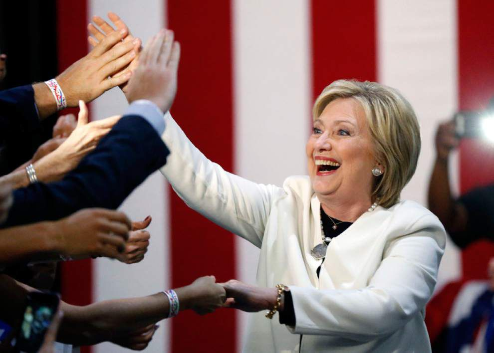 Hillary Clinton, Donald Trump cemented as 2016 leaders with Super Tuesday victories _lowres