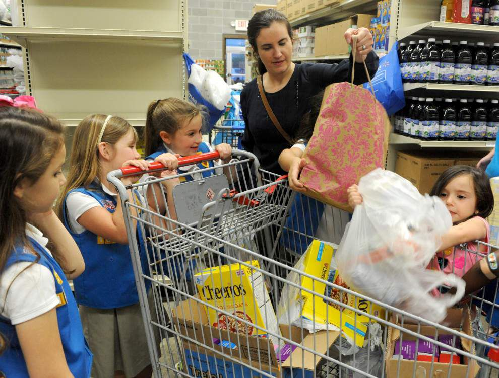 Daisies donate to Zachary Food Pantry _lowres