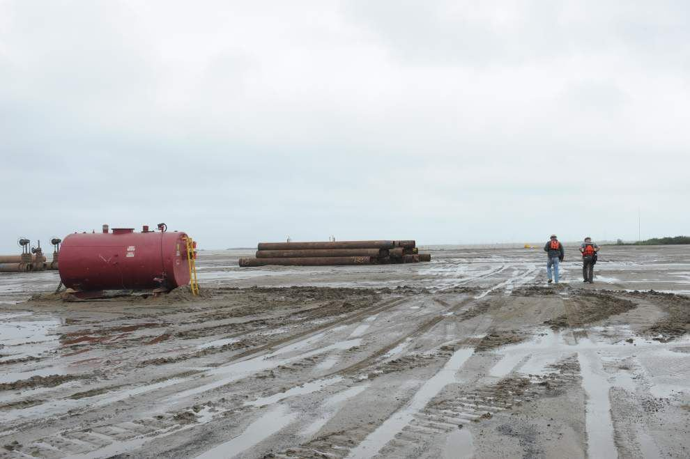 Sediment pumped onto Shell Island West serves as the foundation for 600-acre restoration project _lowres