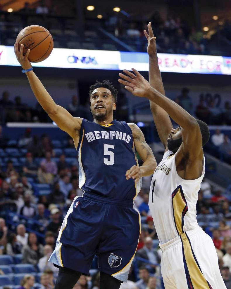 Lewis: Healthier now, but still another loss for Pelicans _lowres