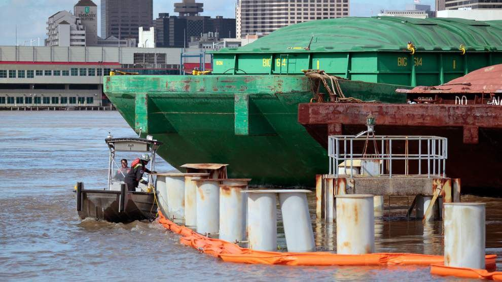 Coast Guard: River traffic reopens following barge collision on Mississippi River _lowres