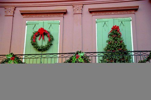 Deck the halls, walls and balconies_lowres