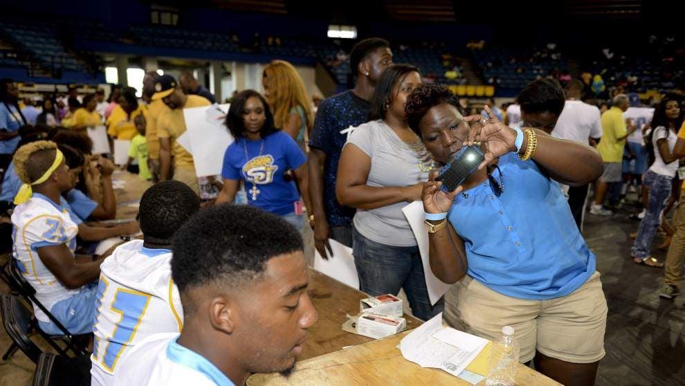 Southern's Fan Fest draws hundreds of loyal Jaguar fans _lowres