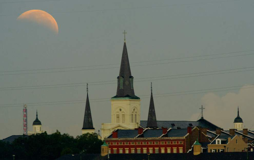 Images of lunar eclipse over south Louisiana _lowres