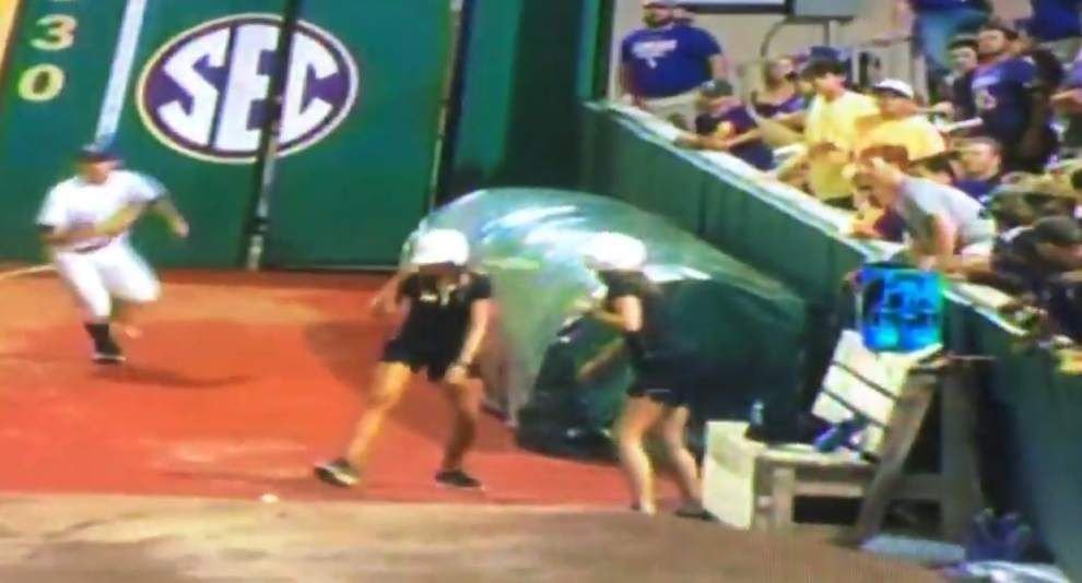 No harm, no foul: LSU ball girl confused, throws fair ball into stands _lowres