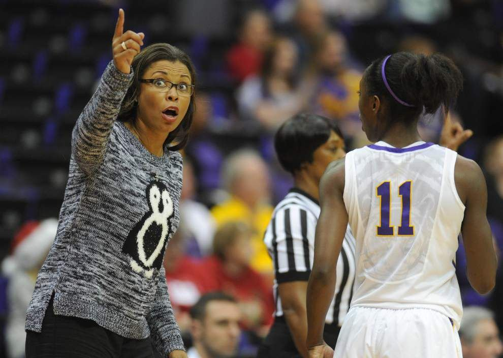 Lady Tigers head west for two games _lowres