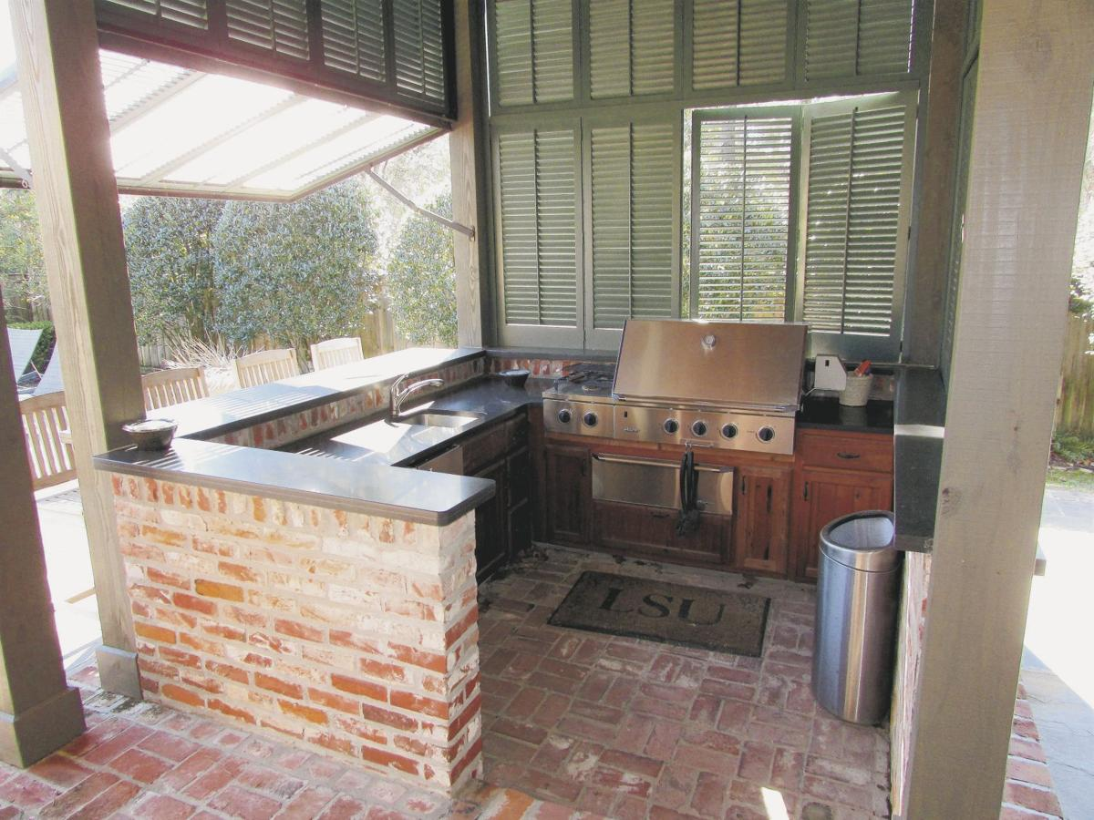 2141 Rue Beauregard - Outdoor kitchen