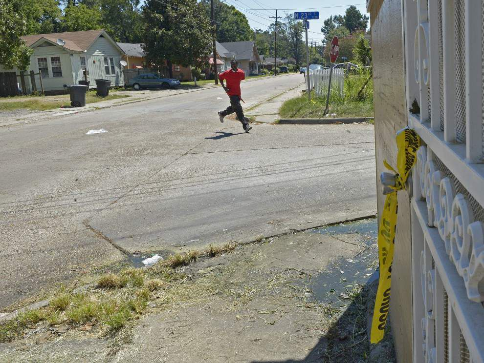 Photos: BRPD investigates triple homicide on Jefferson Avenue off of Plank Road _lowres
