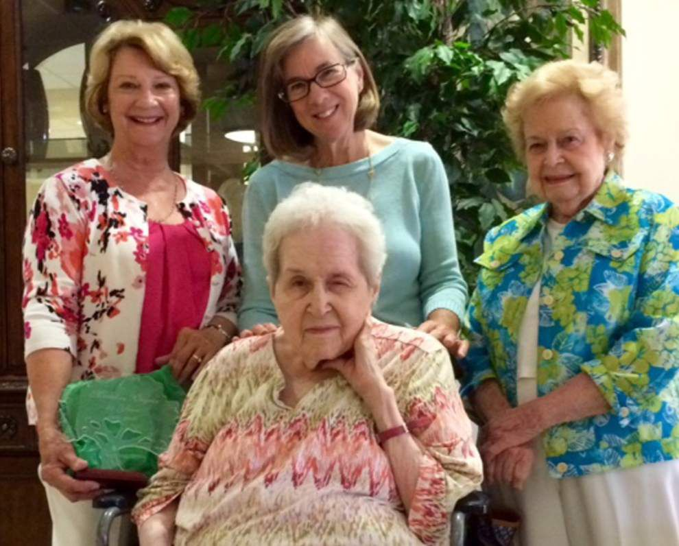 Shady Oaks Garden Club honors 50-year member _lowres