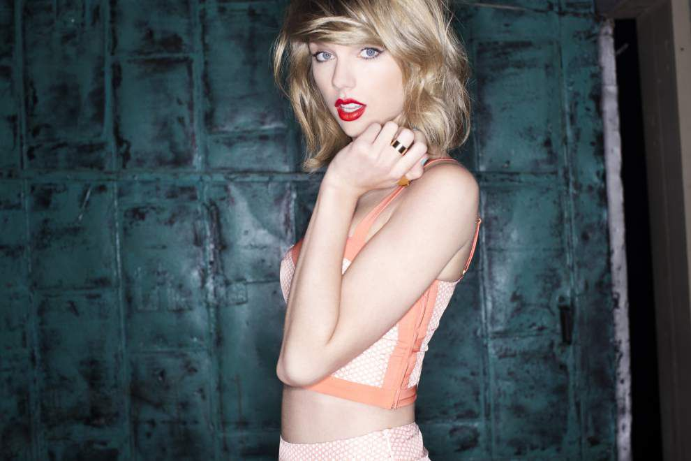 Superstar Taylor Swift encores in Tiger Stadium _lowres