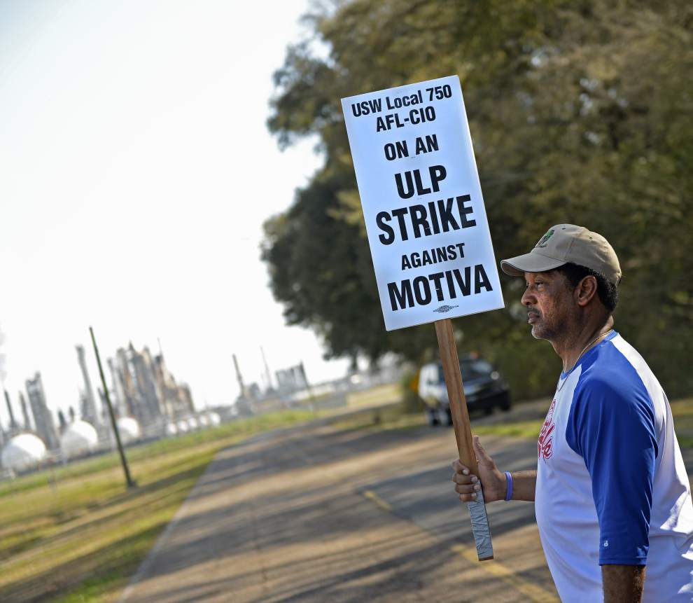 Photos: Steelworkers strike _lowres