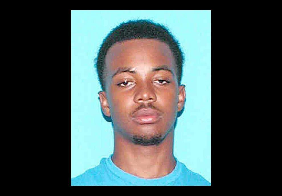Deputies search for man who flees drug deal, discards gun _lowres