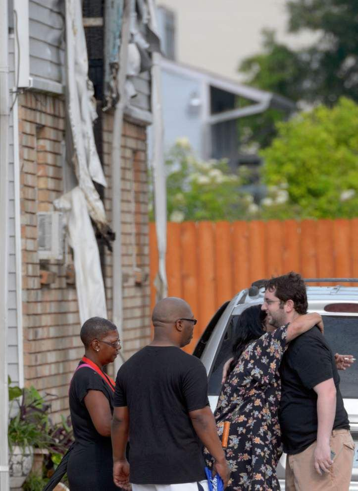 Metairie apartment building fire kills three, injures one _lowres