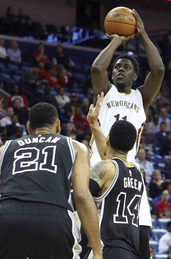 Pelicans stop Spurs 104-90 for 2nd win of the season _lowres