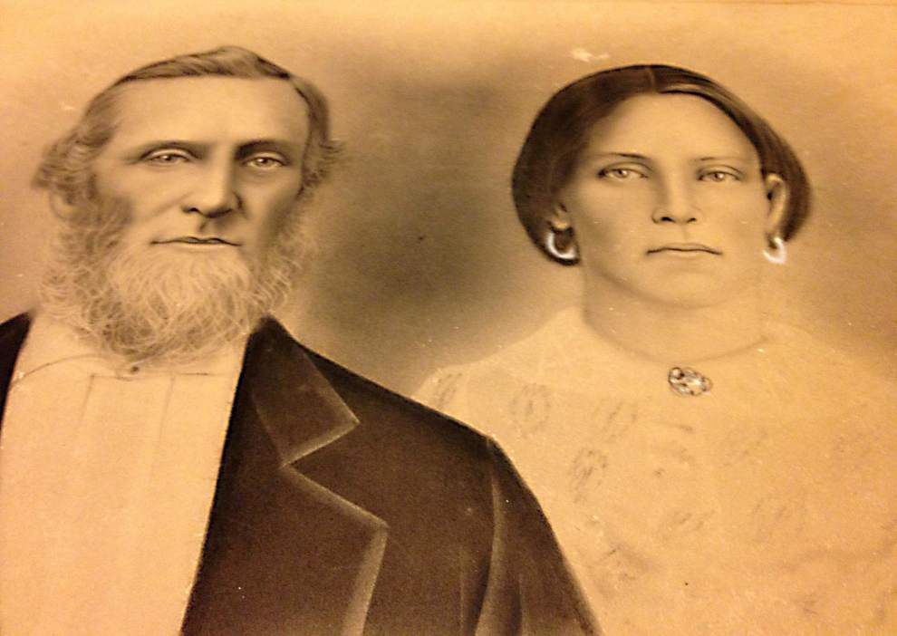Identity of couple in old photo sought _lowres