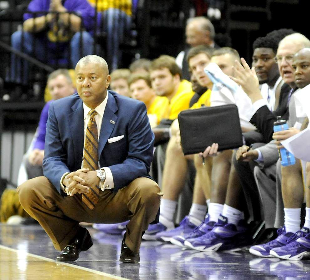 As Christmas break nears, LSU men host College of Charleston _lowres