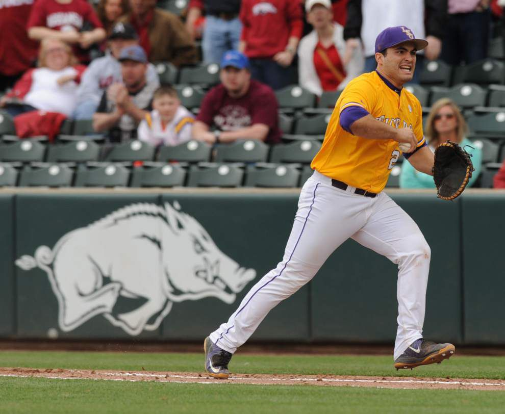 LSU bullpen makes series-clinching win over Arkansas suspenseful: 'They struggled,' Paul Mainieri says _lowres
