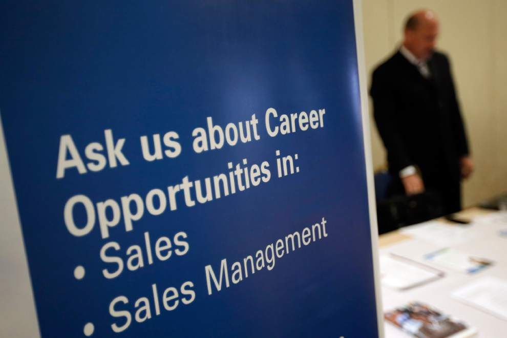 Applications for U.S. jobless aid dip 32K to 300,000 _lowres