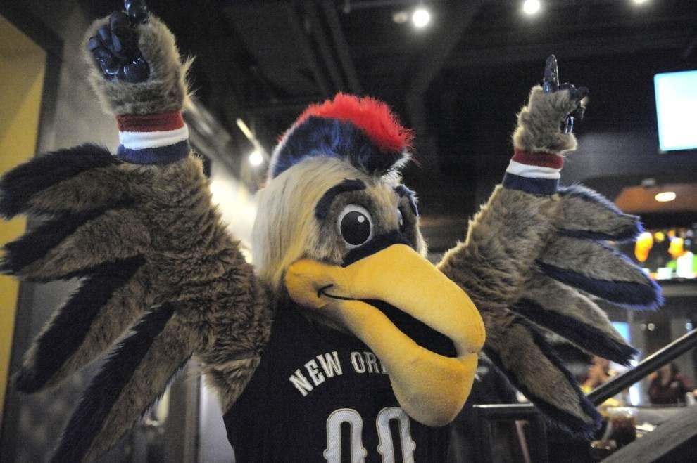 Video: Pierre The Pelican debuts his new beak _lowres