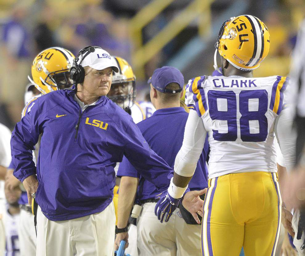 Live updates during the lunch press conference of LSU coach Les Miles, Monday at 12 p.m. _lowres