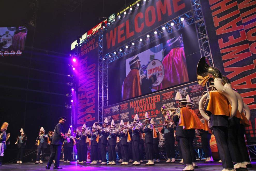 See two videos of Southern's 'Human Jukebox' performing at Floyd Mayweather's Tuesday arrival in advance of his epic fight Saturday with Manny Pacquiao _lowres